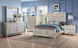 NEW QUEEN 4 PC BED SET in Riverside, California