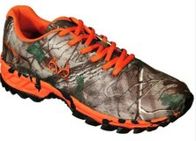 Real Tree Camo waterproof tennis shoes size 9 in Houston, Texas