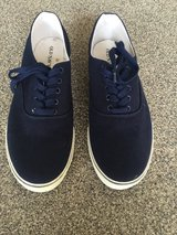 Men's Canvas Sneakers-Size 10 in Naperville, Illinois