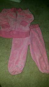 Girl outfit size 12-18 months in Lake Elsinore, California