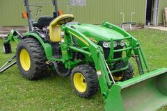 2007 John Deere 2520 tractor w/ Loader & Backhoe in Greenville, North Carolina