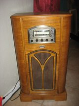 Thomas Collectors Edition AM/FM Radio with CD Player - Walnut - WORKS GREAT! in Yucca Valley, California