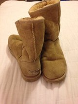 Ugg Australia boots classic short size W8 in Tampa, Florida