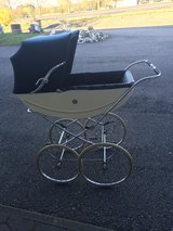 beautiful baby carriage in great shape ( 1960's) in Spangdahlem, Germany