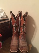 NEW WITH TAGS ARIAT BOOTS, SIZE 7!! in Byron, Georgia