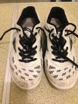 Women's volleyball shoes sz 7w in Quantico, Virginia
