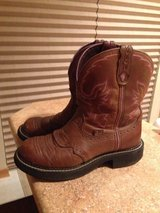 Size 7 lightly used Justin Cowgirl boots in Fort Lewis, Washington