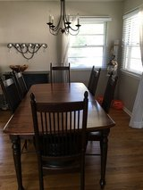 Dining room table and 6 chairs in St. Charles, Illinois