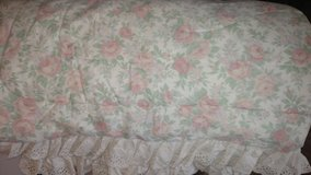 King Size Peach Rose Comforter Set (incl. 1 set of curtains & sheets) in Warner Robins, Georgia