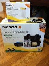 Medela In Style Advance Pump & Bottles in Fort Belvoir, Virginia