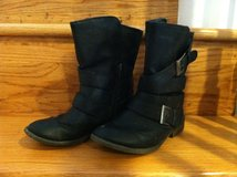 Girls Size 2 Black Boots in Fort Belvoir, Virginia