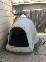 Large dog house w heat lamp in Conroe, Texas