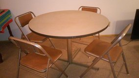 Table with 4 chairs in good condition in St. Louis, Missouri
