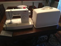 Singer Sewing machine 2517d in Houston, Texas