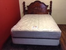 Beautiful Queen Size Bed (Including Mattress) in Kingwood, Texas