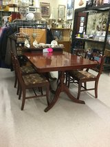 Duncan Phyfe table w/leaf and protective pads and 4 Chairs in Conroe, Texas