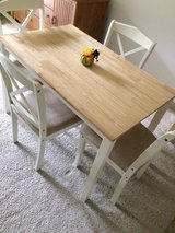 Table and Chairs (Need Gone!) in Fort Lewis, Washington
