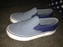 Old Navy Boys Slip On Shoes Size 1 in Aurora, Illinois