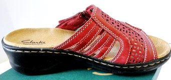 Ladies Sandles Size 9-1/2 Clark Brand Like New in Conroe, Texas