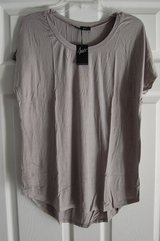 Agiato Brand. Size Medium Tshirt T shirt Tunic Grey BRAND NEW in Bolingbrook, Illinois