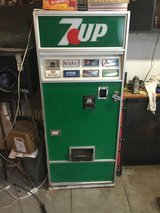7 UP Pop machine in Lockport, Illinois