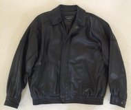 MEN'S LEATHER COAT SIZE MEDIUM in Elgin, Illinois