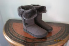 UGG Brown Fur Lined Bailey Button Triple  Boots Style1873 SZ 6 Next to New in Charlottesville, Virginia