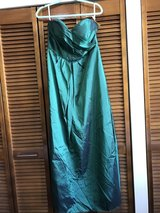 Ball gown. Size 12/14 in Okinawa, Japan