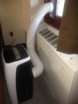 Portable A/C *** Great Deal for Next Year *** Less 2 Weeks of Run Time in Vista, California