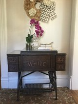Entry/ Side Table in Algonquin, Illinois