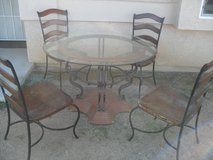 ~~~  Table + Chairs  ~~~ in Yucca Valley, California
