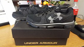 Under Armour Kids Size 4 in Hinesville, Georgia