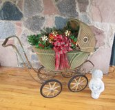 Vintage 1930s Wicker BABY CARRIAGE BUGGY 'Turn About', Wood Wheels, Photo Prop, Flower Display... in Brookfield, Wisconsin