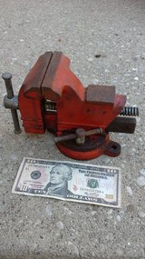 SMALL VISE in Morris, Illinois