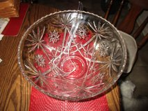 Cut Glass Punch Bowl (Excellent Condition) in Cherry Point, North Carolina