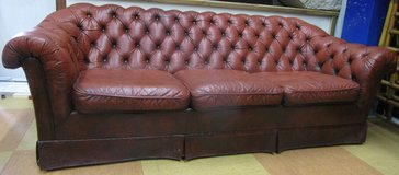 Oxblood Chesterfield 3 Seater Leather Couch in Ramstein, Germany