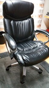 Comfy office chair (like new) in Ramstein, Germany