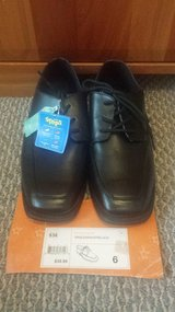 NEW - Boys Dress Shoes Black Size 6 in Glendale Heights, Illinois