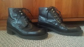 Like New Leather Boots - Womens Size 7 in Bolingbrook, Illinois