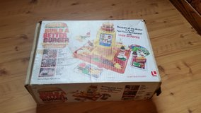 Build a better burger game in Bolingbrook, Illinois