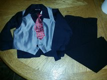 4 piece suit size 3T in Travis AFB, California