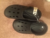 Men's lounging or garden shoes (NEW) size 10 Large in Perry, Georgia