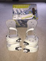 Girls White Snowboard Bindings Fits Boot sz 5-9 in Wheaton, Illinois