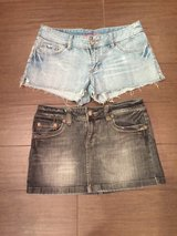 American Eagle Size 6, shorts and skirt in Cleveland, Texas