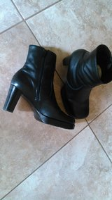 8.5 Womens black Michelle boots in Alamogordo, New Mexico