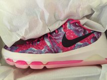 KD 8 Aunt Pearl Sz 10 Deadstock in Cleveland, Ohio