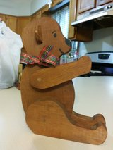 Wooden Christmas bear in Batavia, Illinois