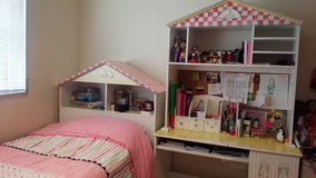 Beautiful girls bedroom set (6 pieces) in Okinawa, Japan