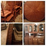 Table / leaf with 4 chairs and Hutch in Batavia, Illinois