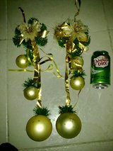 New - Golden Styro Ball & Poinsetta Set for Door / Window / Wall / Table Centerpiece in Ramstein, Germany